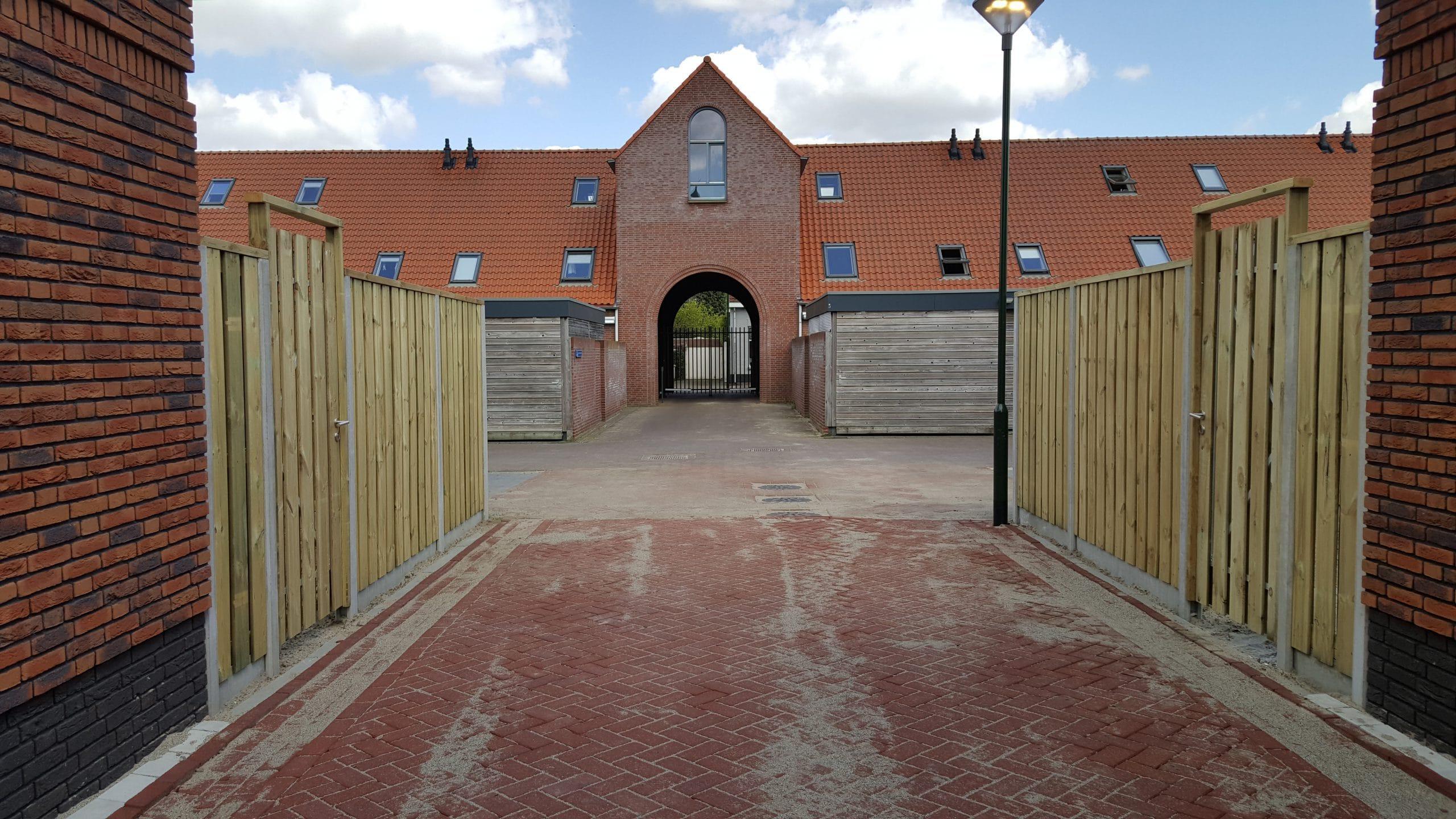 Schutting met poort Tilburg