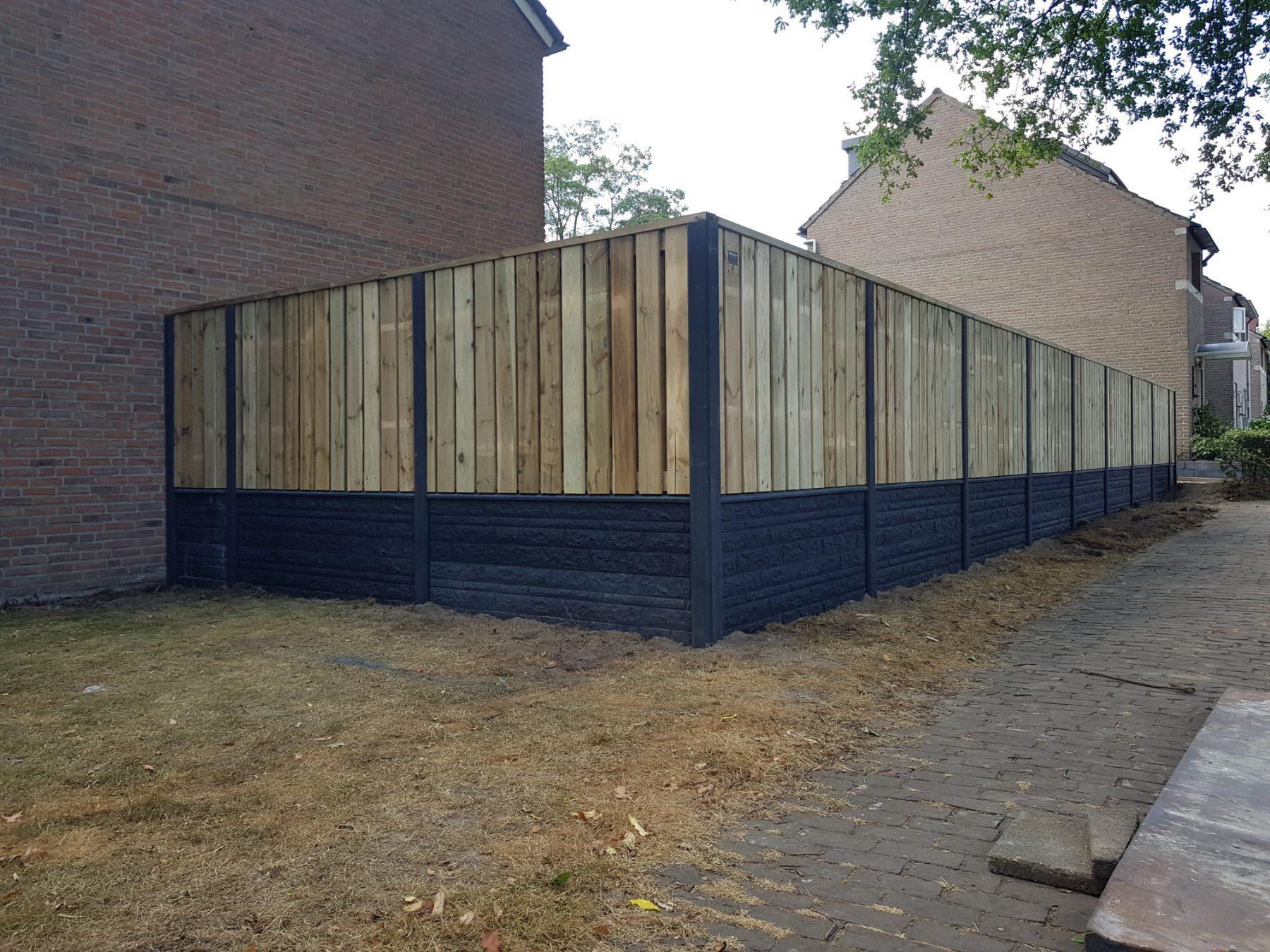 Privacy grenen schutting met beton motiefplaten